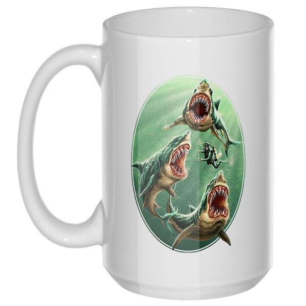 Водолаз и хищные акулы, большая кружка с круглой ручкой