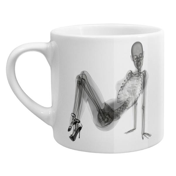 Кофейная чашка Скелет девушки на рентгене