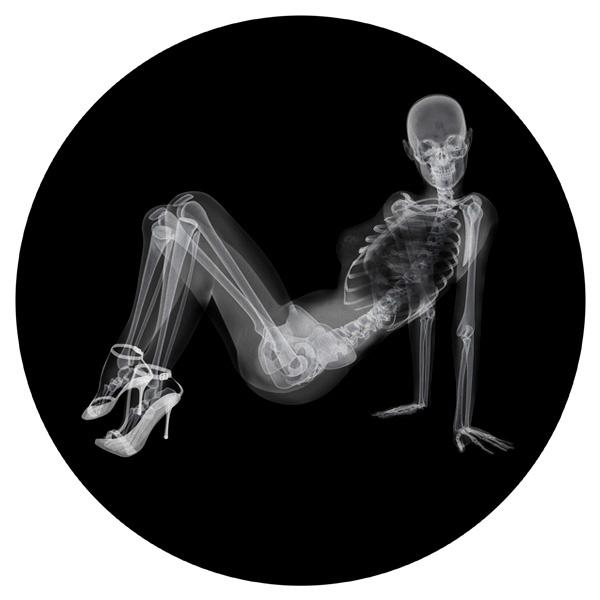 Круглый коврик для мыши Скелет девушки на рентгене