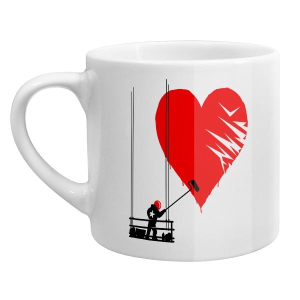 Кофейная чашка Маляр рисует сердце