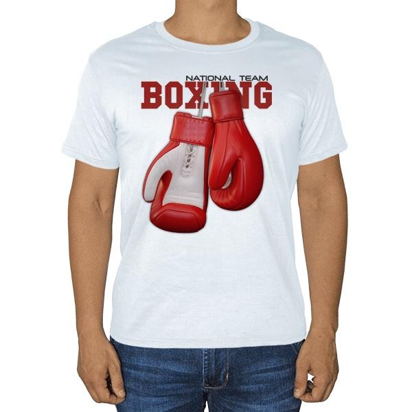 Боксерские перчатки, белая футболка