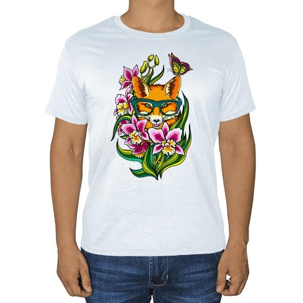 Рыжая лисица, белая футболка